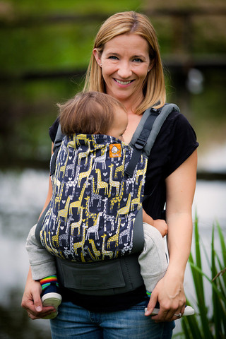 Tula Baby Carrier modelo Spotted Love