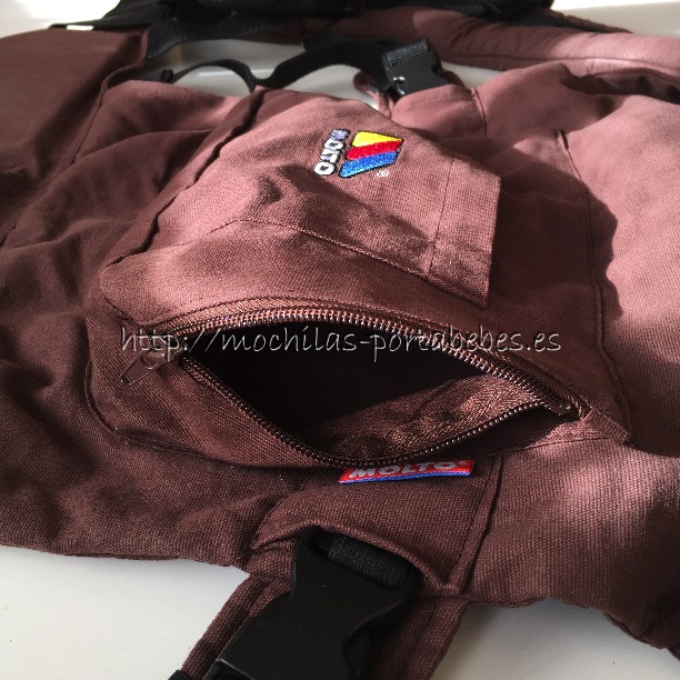 Molto Ergonomic Comfort Carrier detalle de los bolsillos