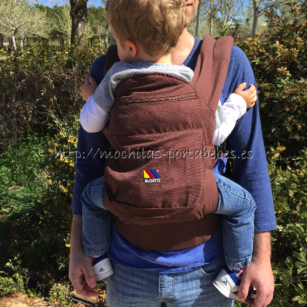 Molto Ergonomic Comfort Carrier niño delante