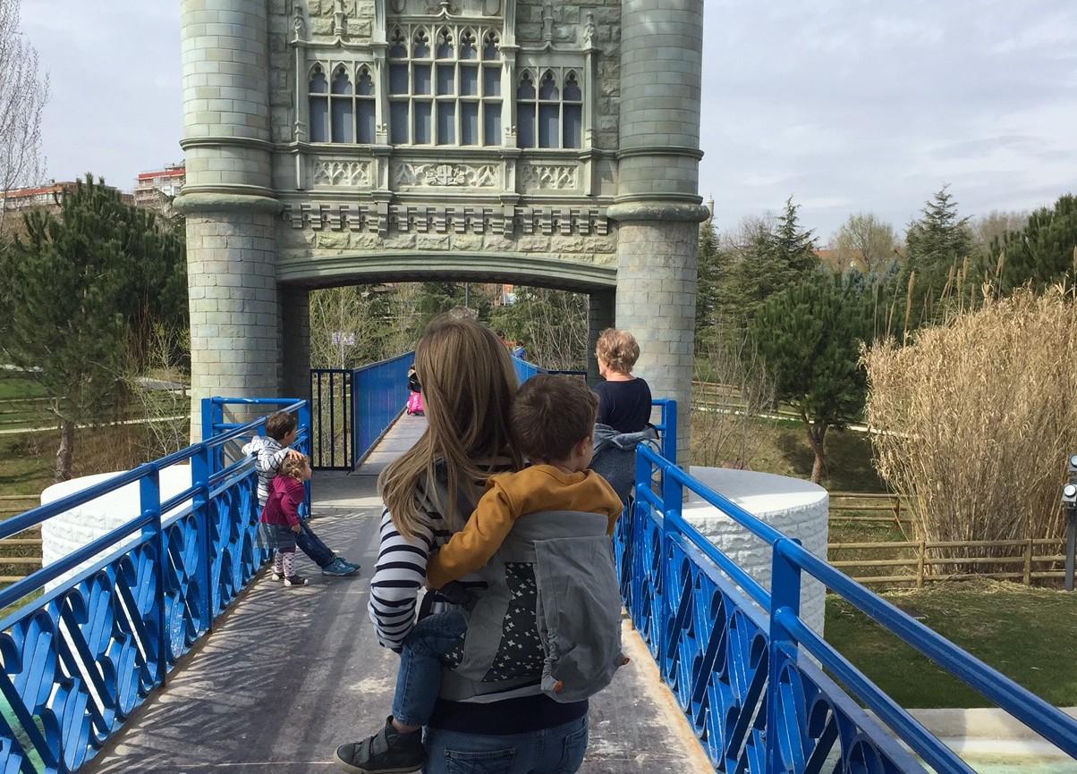 Beco Toddler hacer turismo con niños