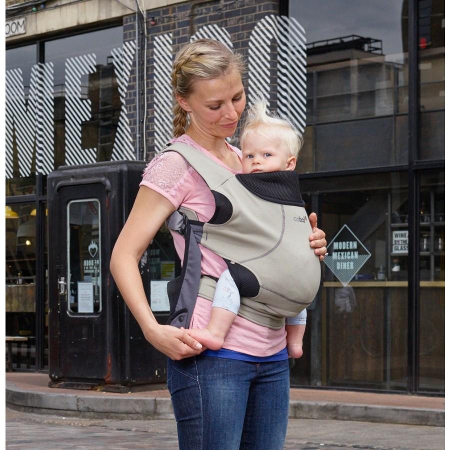 Caboo DX Go con bebé de 6 meses