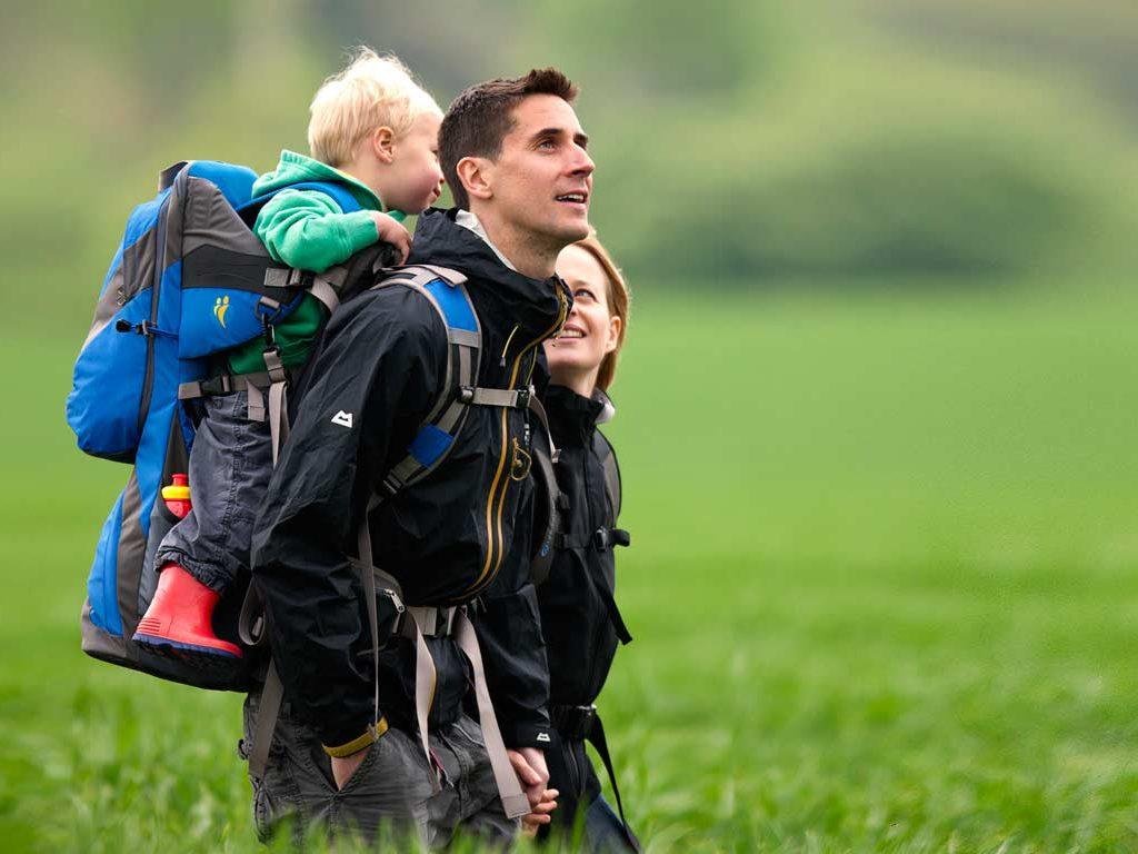 Mochila portabebés para la montaña no ergonómica