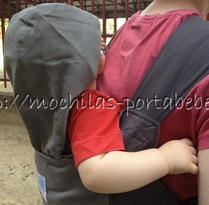 Mochila portabebés Moby Go capucha