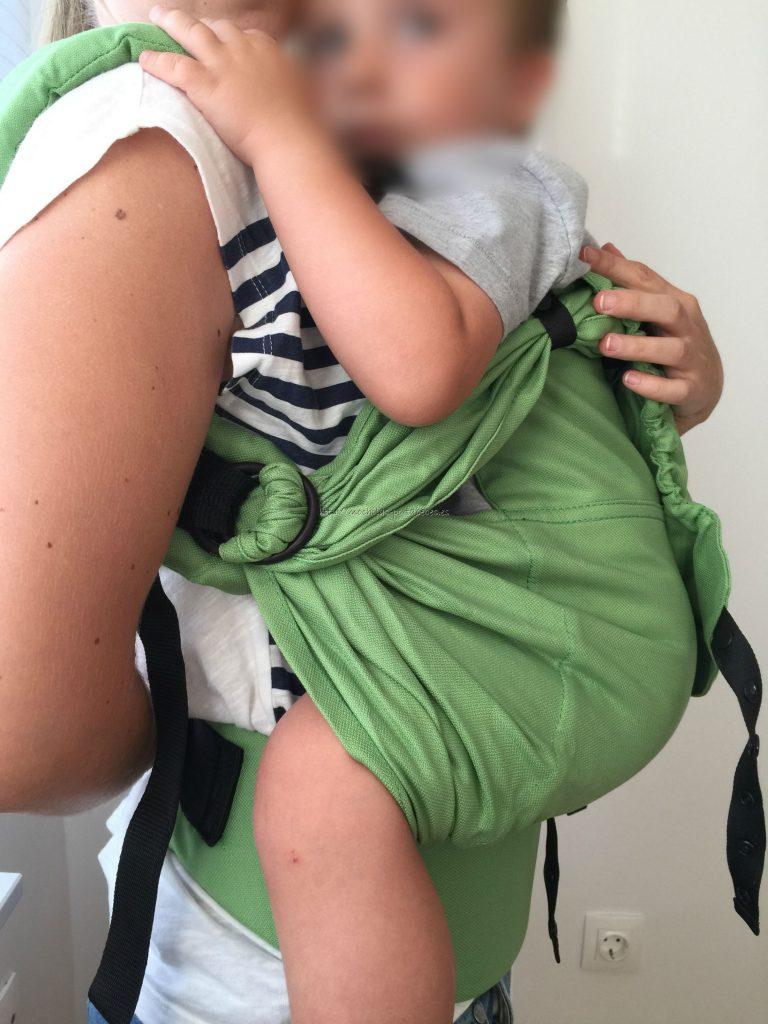 Mochila Emeibaby Toddler Plus con niño de 94 cm vista lateral